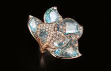 Iris, anello realizzato a mano in oro 18 carati con diamanti bianchi, grigi e blu, acquamarina