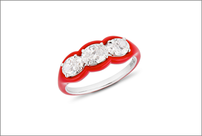 Anello con tre diamanti taglio brillante