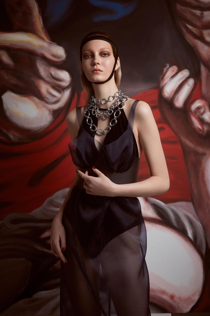 Modella con collane della collezione Oxford di Giovanni Raspini