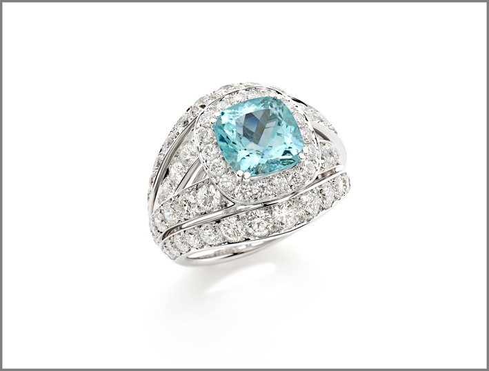 Cushion paraiba tourmaline (3.22 ct) and diamond (3.88 ct) ring set in white gold