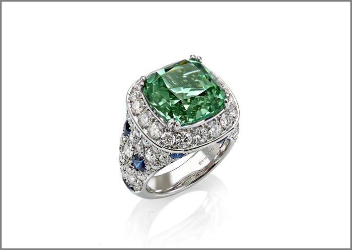 Cushion green tourmaline (13.22 ct) sapphire (1.73 ct) and diamond (4.27 ct) ring set in white gold