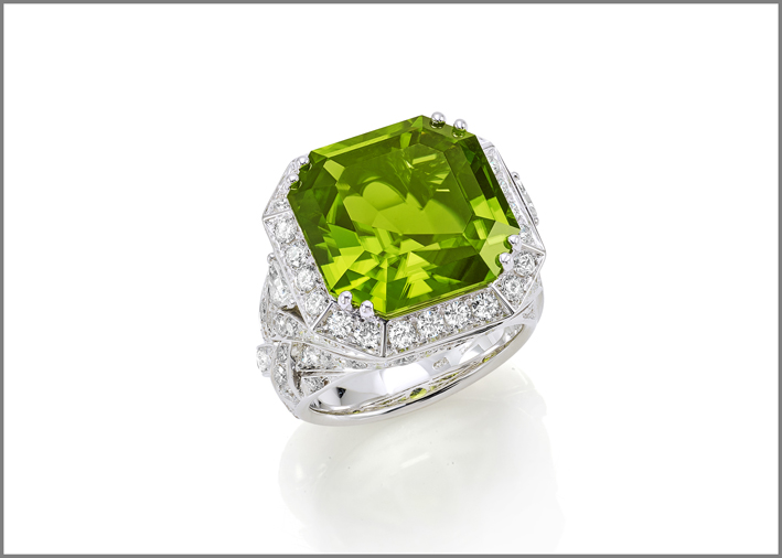 Octagonal peridot (17.08 ct) and diamond (2.80 ct) ring set in white gold