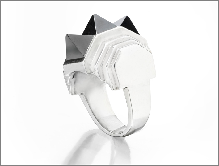 Suzanne Belperron, anello geometrico in argento e ematite, anni Trenta