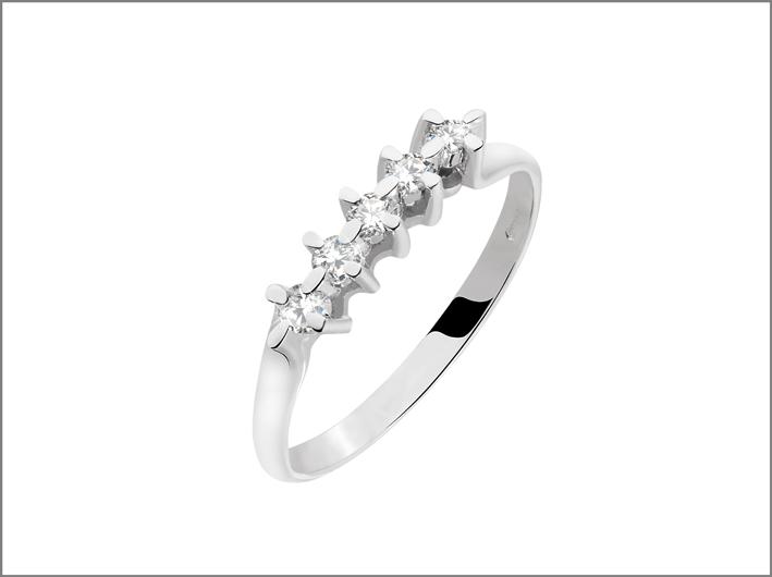 Bluespirit, anello con cinque diamanti