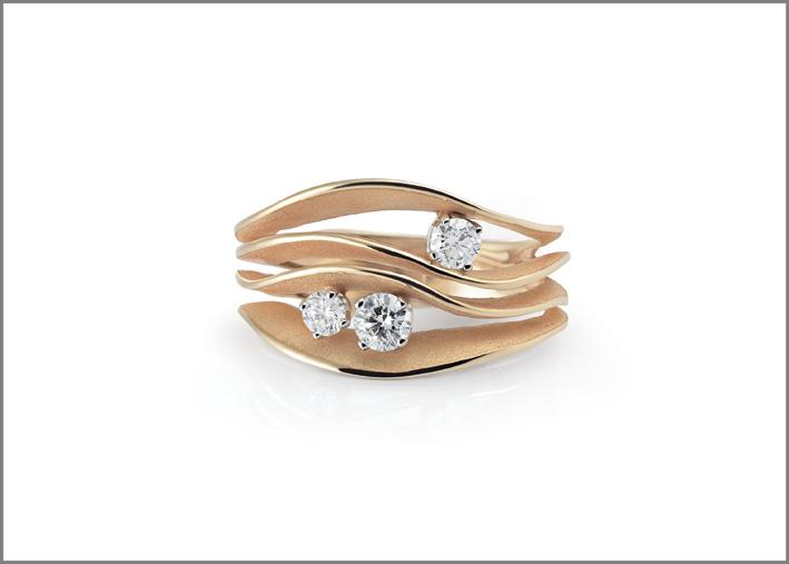 Anello della colle collezione Dune, oro rosa e tre diamanti