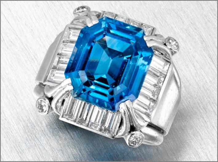 Anello con zaffiro del Kashmir da 9,85 carati e diamanti