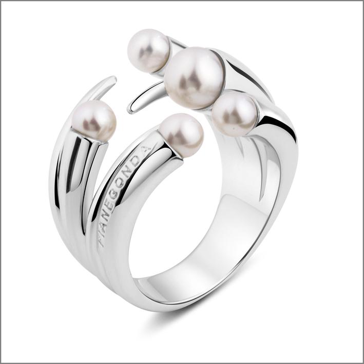 Anello in argento 925 con perle naturali. Prezzo: 185 euro