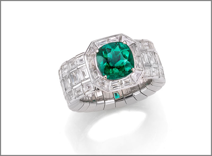 Cushion emerald (2.52 ct) and diamond (4.56 ct) ring set in white gold
