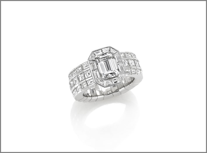 Emerald-cut diamond (2.02 ct) and diamond ( 3.08 ct) ring set in white gold