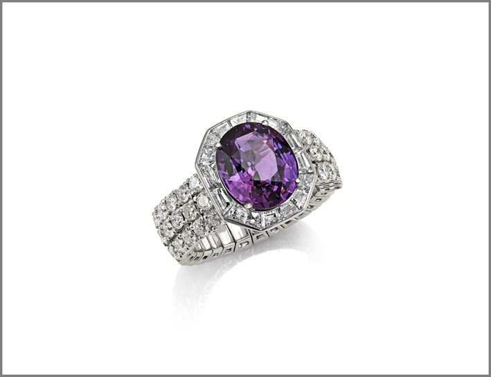Oval purple sapphire ( 4.94 ct) and diamond (2.26 ct) ring set in white diamonds