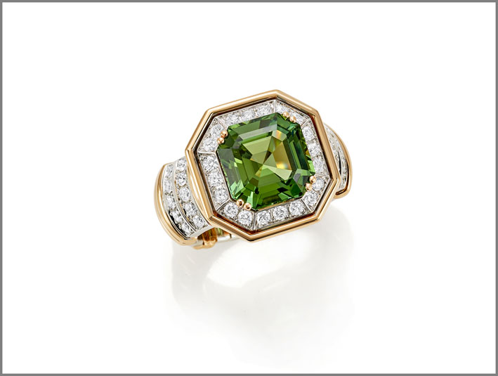 Square emerald-cut green tourmaline (5.81 ct) and diamond (1.82 ct) ring set in white and rose gold
