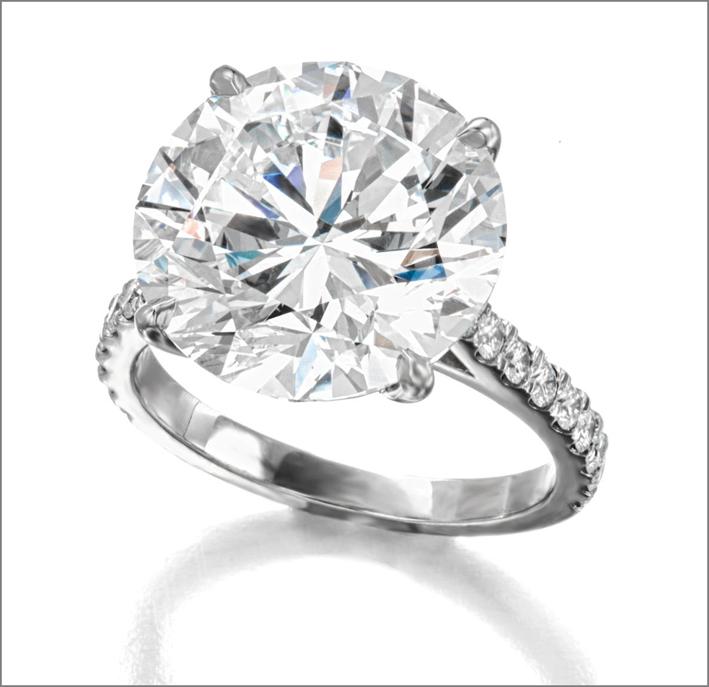 Anello con diamante solitaire da oltre 10 carati