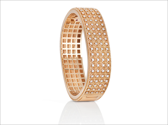 Rose gold bangle with diamonds