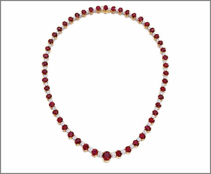 Bulgari, collana con diamanti e 50 rubini