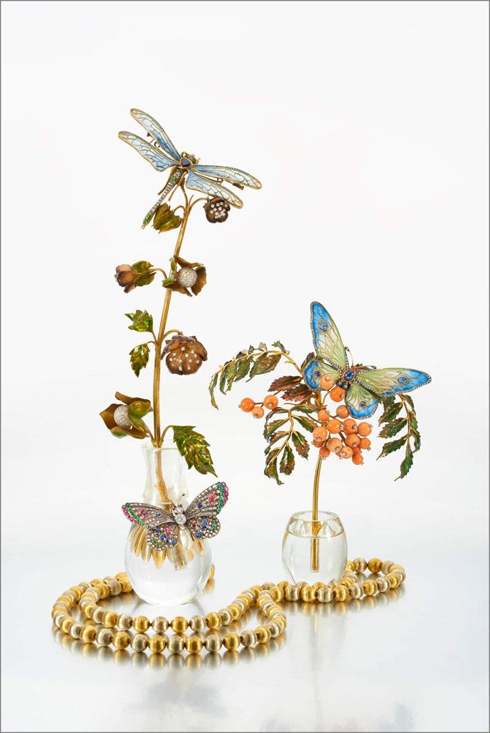 Composizione con farfalle e libellula