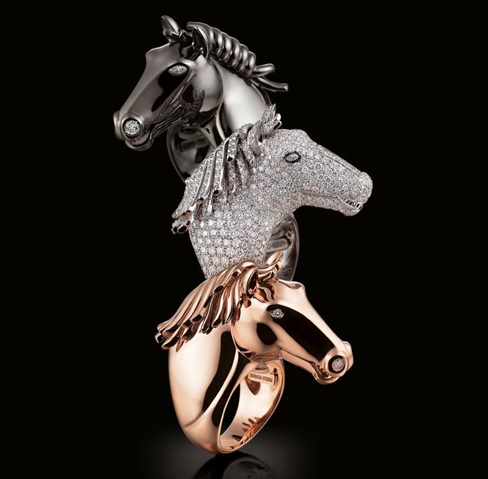 Collezione Equestrienne, tre anelli con teste di cavallo, realizzati a mano in oro e diamanti