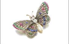 Farfalla con perle e pietre di colore