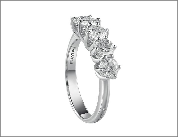 Anello con cinque diamanti