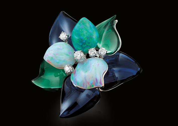 Paolo Piovan, fiore con petali in opale e diamanti su oro bianco