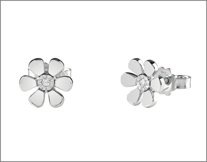 Orecchini a fiore in oro bianco e diamante