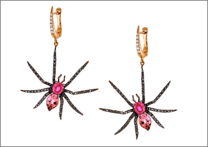 Orecchini pendenti a forma di ragno in oro rosa, diamanti neri, zaffiri, tormalina
