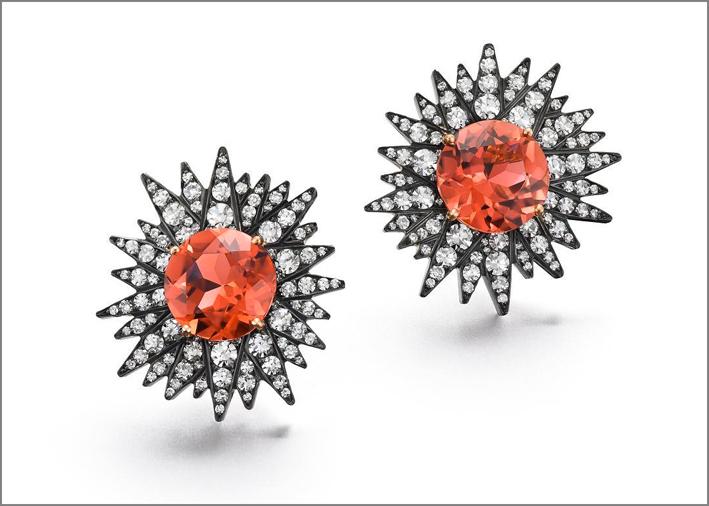 Orecchini Sundust con tormaline orange, oro annerito e diamanti