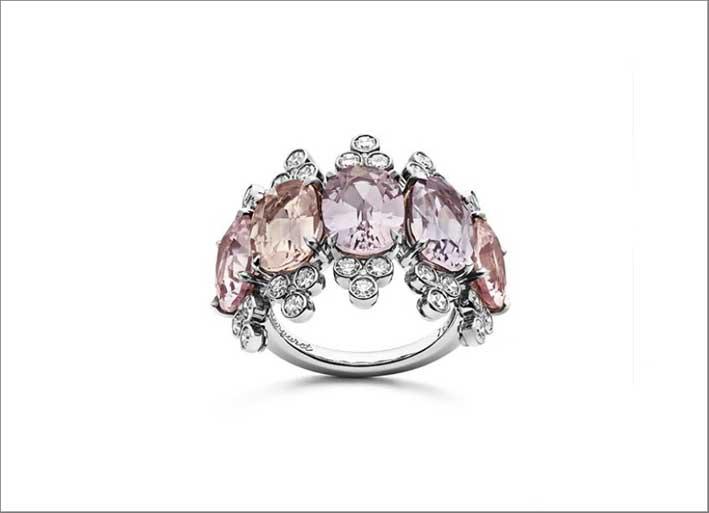 Anello in oro bianco, diamanti, zaffiri rosa