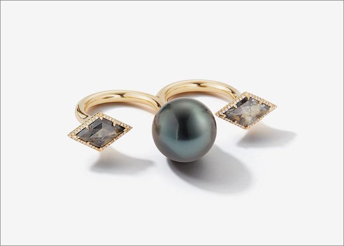 Anello in oro con perla nera di Thaiti e diamanti grigi