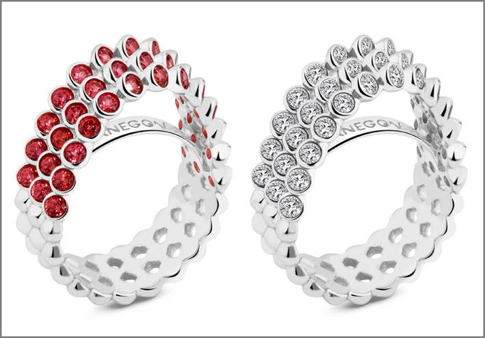 Anello in argento 925 con 39 topazi bianchi. Prezzo: 240. Anello in argento 925 con 39 rodoliti pink rose. Prezzo: 350 euro