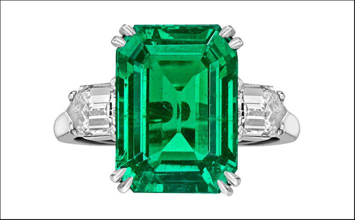 Anello di Van Cleef & Arpels, diamanti e smeraldo