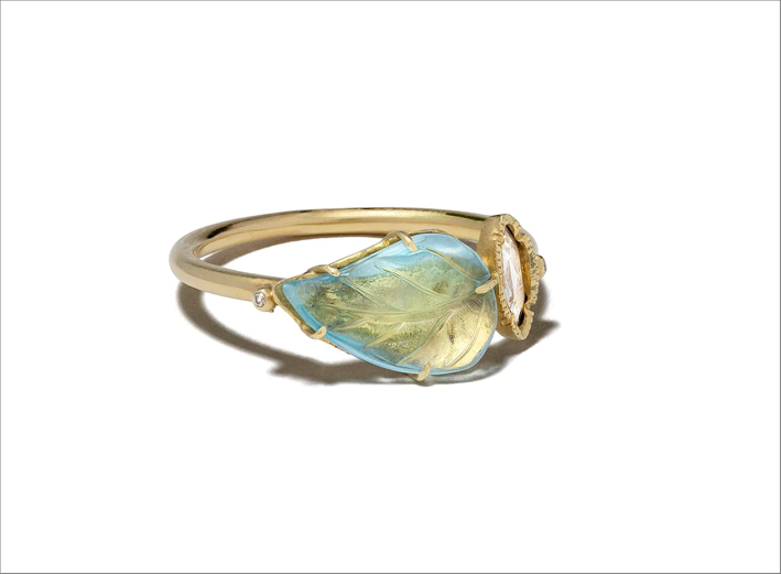 Anello in oro giallo 18k con diamante e acquamarina