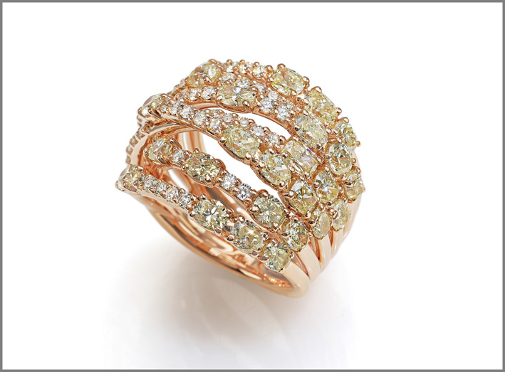 Ring pink gold, cape diamonds