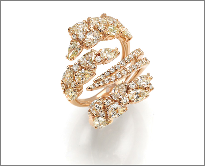 Ring pink gold, cape diamonds