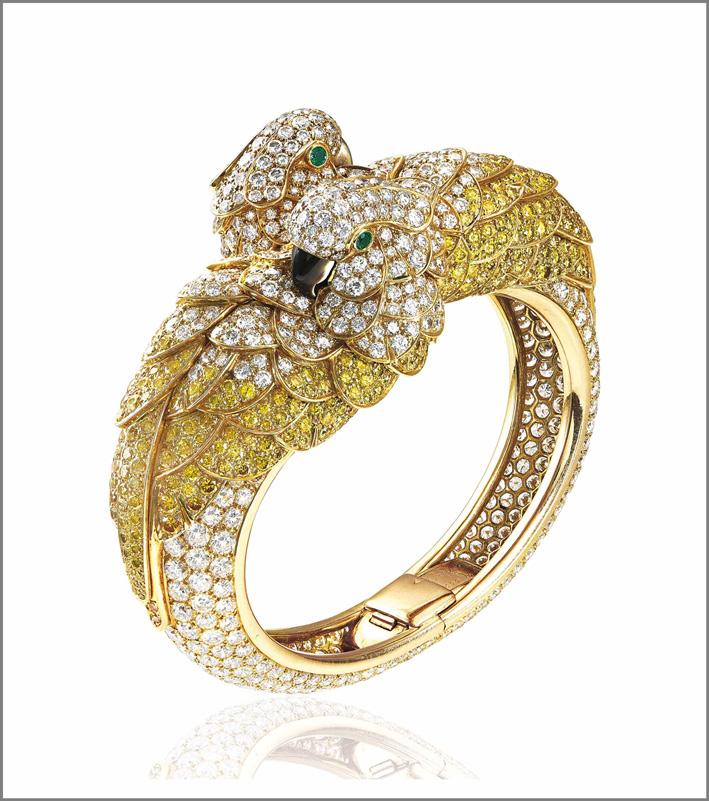 Bracciale di Cartier in oro, smeraldi, madreperla, Les Oiseaux Libéres. Venduto per 800.000 dollari