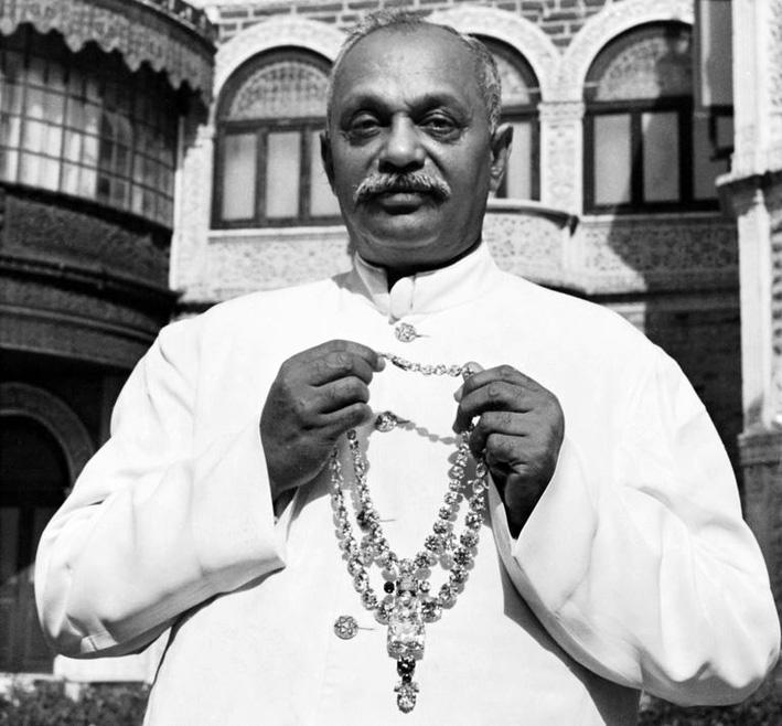 Il Maharaja di Nawanagar con la collana originale