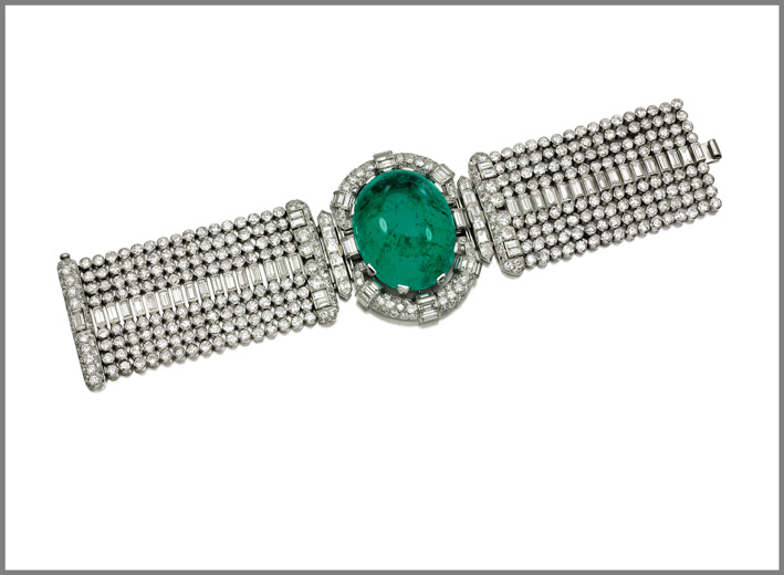 From the collection of the Marchioness of Londonderry, Mount Stewart. Impressive emerald and diamond bracelet, 1930s