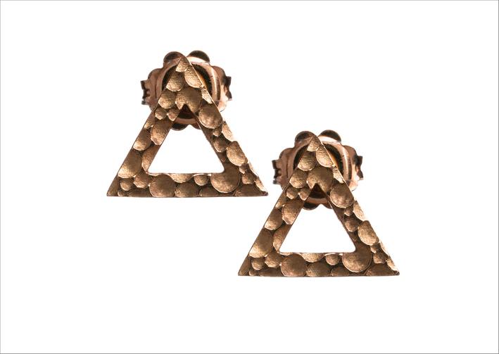 Orecchini a triangolo in oro rosso