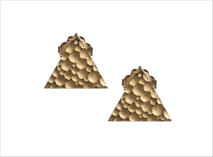 Orecchini a triangolo pieno in oro giallo