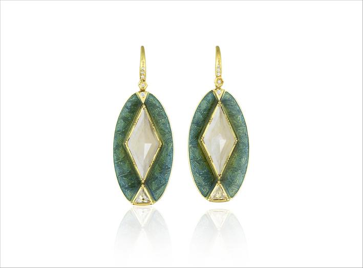 Orecchini in oro 18 carati con diamante georgiano e diamanti incisi a mano, dettagli in smalto