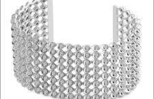 Bracciale in argento 925 con 240 topazi bianchi. Prezzo: 1350 euro