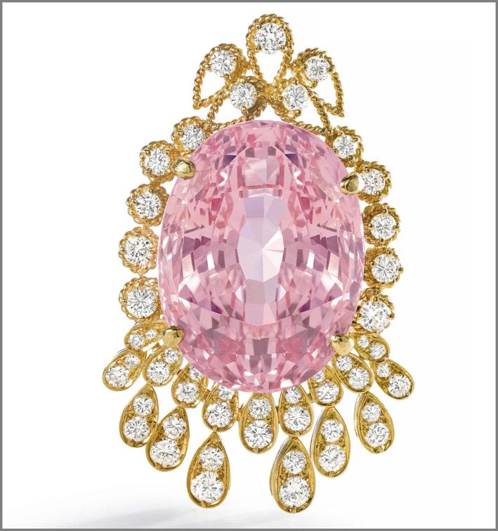 Pendente con raro zaffiro rosa e diamanti. Venduta per 2,2 milioni