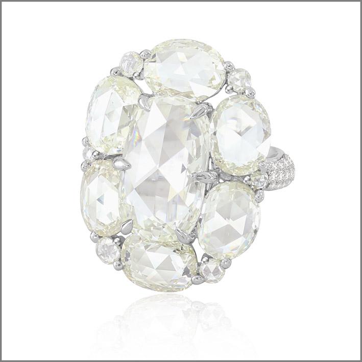 Anello con diamanti per 15 carati