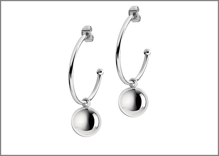 Orecchini con sfere color argento