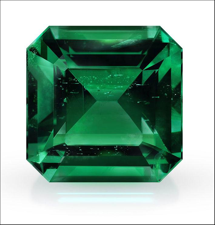 Smeraldo con piccole imperfezioni interne