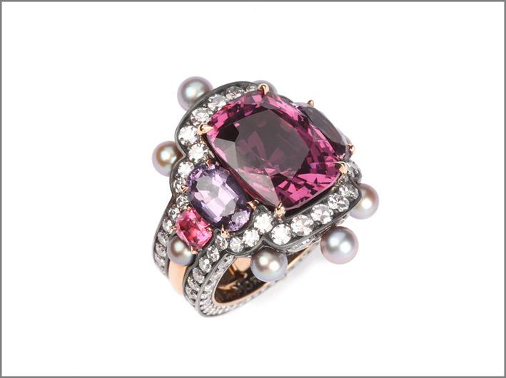 Nadia Morgenthaler, anello con spinello, diamanti, perle naturali