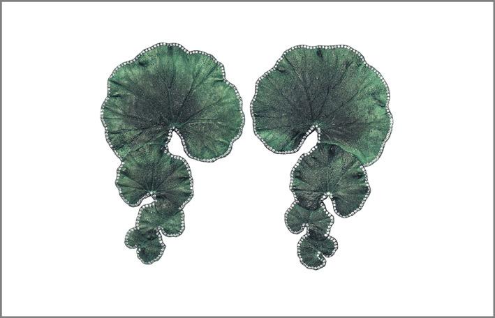 Orecchini a forma di foglie di geranio venduti da Christie's, alluminio e diamanti