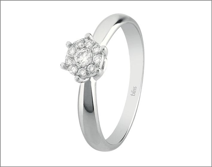 Anello in oro bianco e diamanti della collezione Caresse