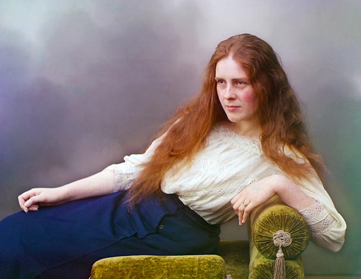 Immagine russa del primo Novecento, colorata. L'anello è sul dito anulare della mano sinistra