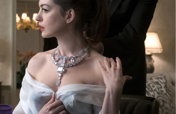 Anne Hathaway con la collana di Cartier