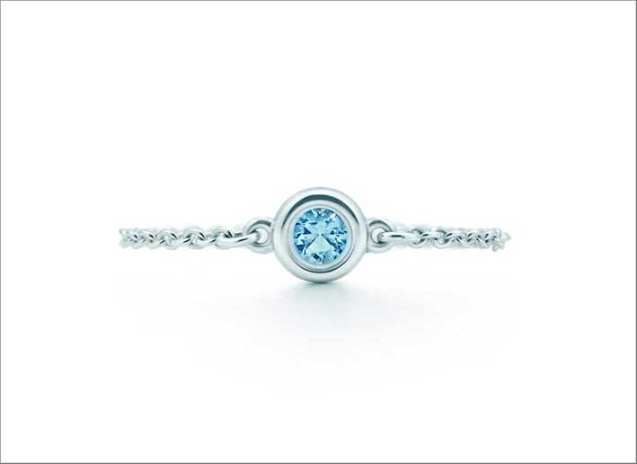 Anello Color by the Yard di Esla Peretti per Tiffany. Argento e acquamarina. Prezzo: 190 euro